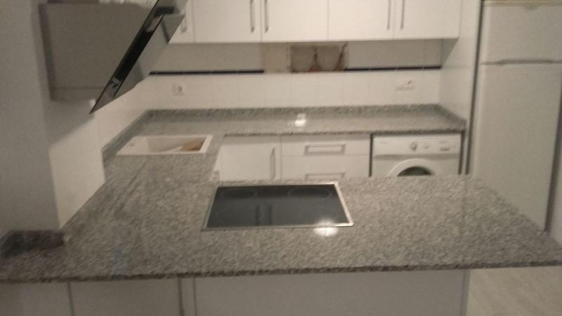 encimera de cocina en granito nacional blanco plata