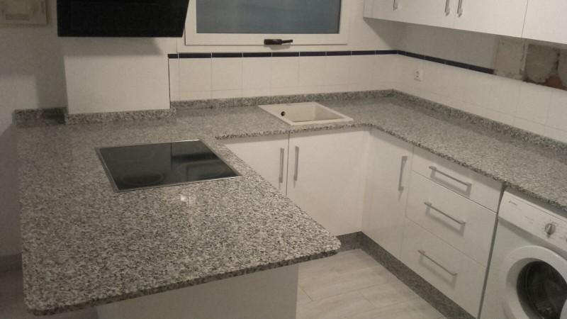 encimera de cocina en granito nacional gris perla